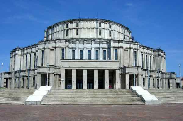 Вид театра до начала реконструкции 2006 г.